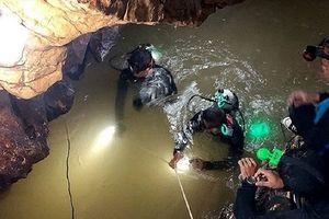 Ly kỳ cuộc giải cứu đội bóng nhí từ hang động ngập nước sâu nhất Thái Lan