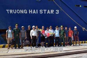 Đưa 9 thuyền viên tàu An Phú 868 bị chìm ngoài biển vào bờ an toàn