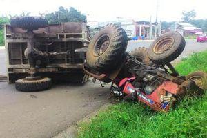Xe tải tông máy cày, 22 người thương vong