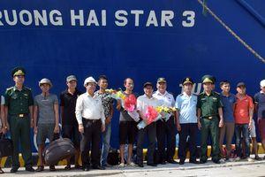 Cứu 9 thuyền viên gặp nạn trên vùng biển Bình Thuận