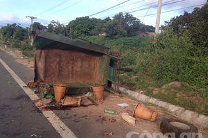 Xe tải tông xe máy cày khiến 2 người chết, 20 người bị thương