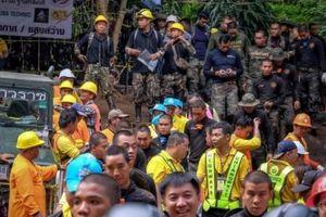Giải cứu đội bóng Thái Lan: Chỉ có 3-4 ngày để đưa 12 em ra ngoài