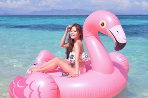 Khám phá bãi biển hồng đẹp như cổ tích tại Indonesia