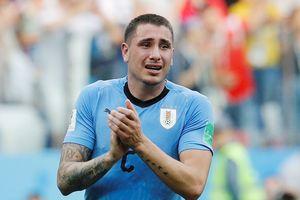 Huyền thoại MU chỉ trích hậu vệ Uruguay vì khóc khi trận đấu chưa hết