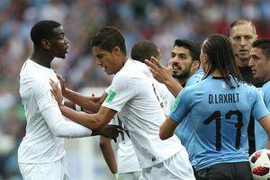 Cận cảnh tình huống gây tranh cãi của Pogba ở trận đấu với Uruguay