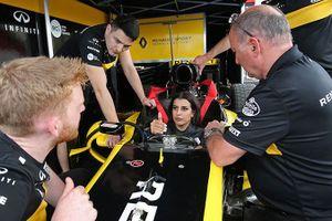 Người phụ nữ A Rập Xêút đầu tiên tham gia đua ô tô