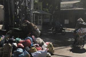 Quảng Ngãi: Dân chặn bãi đổ, nghìn tấn rác hôi thối ngập thành phố