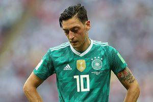 Tin nhanh World Cup: Bố Oezil khuyên con trai giã từ đội tuyển Đức