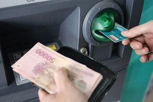 Các ngân hàng lớn chính thức tăng phí rút tiền nội mạng