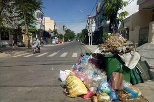 Người dân chặn xe chở rác, hơn 800 tấn rác bốc mùi 'bủa vây' TP. Quảng Ngãi