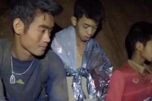 Giải cứu đội bóng Thái Lan: 5 người cuối cùng kẹt hang sắp ra ngoài