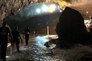 Tỷ phú Elon Musk tận tay mang tàu ngầm tới hang Tham Luang