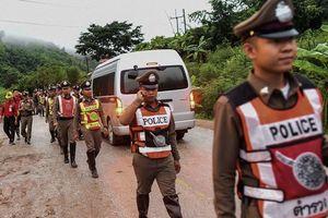 Giải cứu thêm 4 thành viên đội bóng Thái Lan bị kẹt trong hang