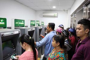NHNN tiếp tục 'tuýt còi' thu phí ATM nội mạng