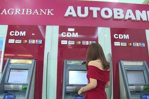 Các 'ông lớn' ngân hàng chưa thể tăng phí rút tiền nội mạng