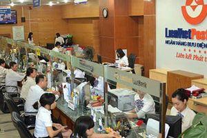 Giá liên tục giảm, người nhà Phó Chủ tịch LienVietPostBank 'xả' hết cổ phiếu