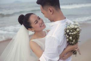 `Á quân Vietnam Idol 2012` Hoàng Quyên lên xe hoa cùng bạn trai kiến trúc sư