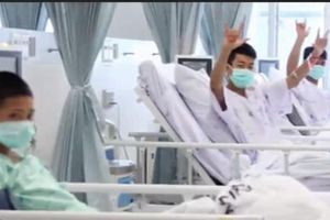 Công bố hình ảnh đầu tiên của 'Heo Rừng' tại bệnh viện
