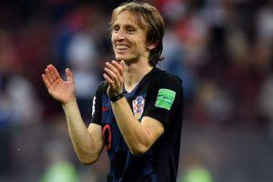 Báo Anh chơi 'đòn bẩn', Modric vẫn tỉnh bơ phá mộng vô địch của Tam sư