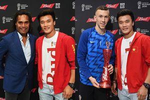 Thủ môn Bùi Tiến Dũng trao giải cầu thủ xuất sắc nhất trận Anh vs Croatia