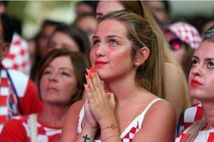 Cổ động viên Croatia mở hội ăn mừng sau chiến thắng đội tuyển Anh