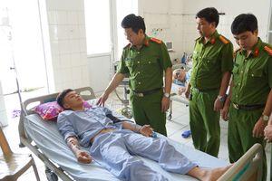 Chiến sĩ cảnh sát kể lại giây phút nhường áo phao cứu người bị sóng biển cuốn trôi