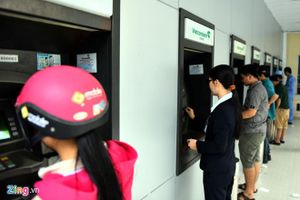 Cục Cạnh tranh yêu cầu ngân hàng báo cáo việc tăng phí rút tiền ATM