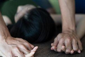 Người mẹ viết đơn tố ông lão U70 xâm hại tình dục con gái