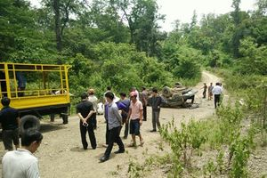 Vụ xe gỗ lậu bị lật, 2 người tử vong: Tạm đình chỉ 4 cán bộ quản lý bảo vệ rừng