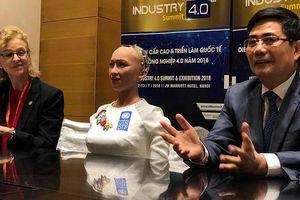 Robot Sophia 'trấn an' về nguy cơ mất việc khi công nghệ phát triển