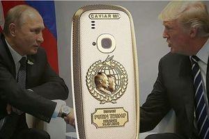 Nokia mạ vàng phiên bản Trump - Putin giá hơn 60 triệu đồng