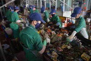 Bị kiểm tra đột xuất, nhà máy rác không chấp hành
