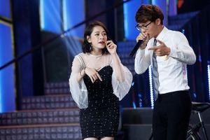 Chi Pu diện váy bó sát, 'dũng cảm' hát live trên nền beatbox