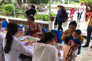Khám và phát thuốc miễn phí cho người dân huyện đảo Cô Tô
