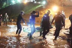 Vụ giải cứu đội bóng mắc kẹt: Hy vọng đến từ những dấu tay trên vách đá