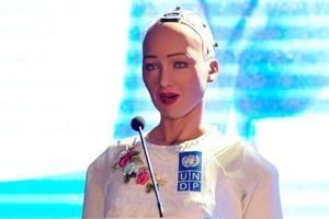 Robot Sophia 'tếu táo' nhắc đến âm nhạc của Sơn Tùng M-TP