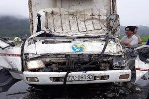 Xe tải chở heo tông ô tô đông lạnh, 3 người trọng thương