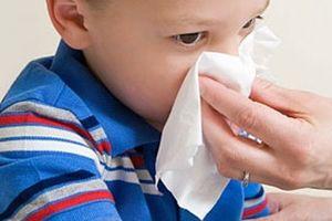 Sai lầm thường mắc khi sơ cứu trẻ bị chảy máu cam