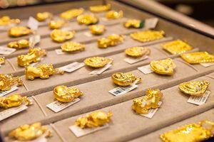 Giá vàng giảm khi vừa chạm mốc 37 triệu đồng/lượng