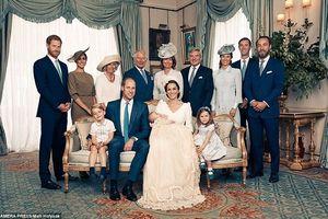 Hoàng gia Anh công bố ảnh lễ rửa tội của Hoàng tử út