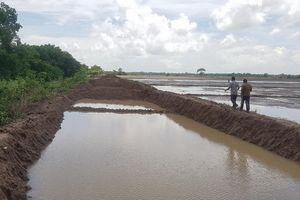 Sóc Trăng: Làm rõ việc cho phép một DN khai thác đất bờ các tuyến kênh