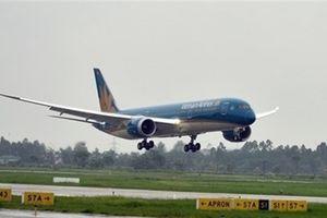 Máy bay VNA nổ lốp trước khi hạ cánh sân bay Vinh