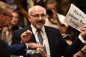 Nhà báo Mỹ bị kéo ra khỏi cuộc họp báo chung Trump-Putin