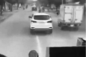 Ô tô không nhường đường cứu hỏa: 'Điếc' hay cố tình vi phạm?