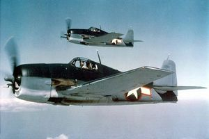Nín thở trước cảnh các máy bay chiến đấu cổ gầm rú trên bầu trời