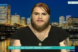 Chuyện lạ hôm nay: 'Dị' cô gái 26 tuổi dành... 15 năm nuôi râu