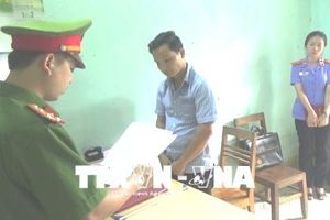 Khởi tố, bắt tạm giam cán bộ xã mạo chữ ký, 'ăn chặn' tiền hỗ trợ hộ nghèo