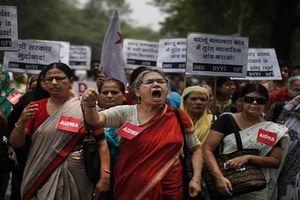 Bé gái khiếm thính Ấn Độ bị 17 nam giới tấn công tình dục
