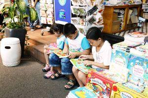 Sách thiếu nhi được tiêu thụ mạnh tại Đường Sách TP Hồ Chí Minh
