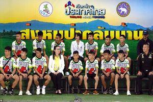 Cầu thủ nhí Thái Lan tiết lộ khoảnh khắc 'kỳ diệu' khi được thợ lặn tìm thấy trong hang